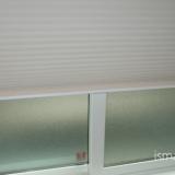 一条工務店i-smartで標準で採用できる窓のブラインド「ハニカムシェード」と高性能樹脂サッシの写真