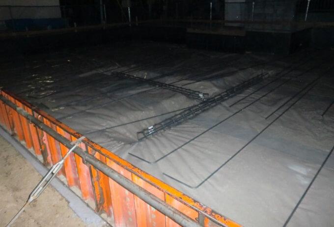 基礎工事5日目 外周部型枠が組まれ防湿シートが敷かれていました
