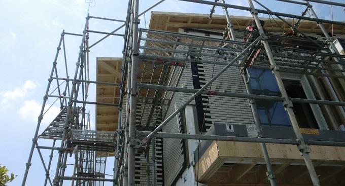 上棟3日目(前半) 屋根仕舞いが無事に完了しました。3日目の階段、吹き抜け、バルコニーの様子。