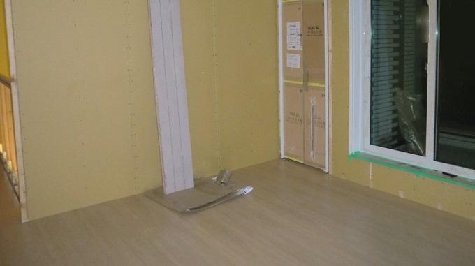 上棟24日目 床暖房のホース施工完了、フローリングの施工も始まりました