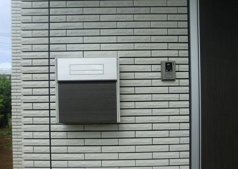 一場工務店i-smartの玄関脇に設置したポスト