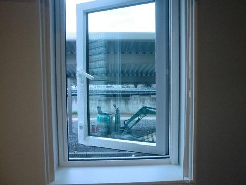 一条工務店i-smartのシューズクロークの窓