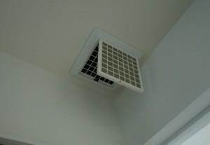 一条工務店の24時間換気システムロスガード90(MAX製)の排気口