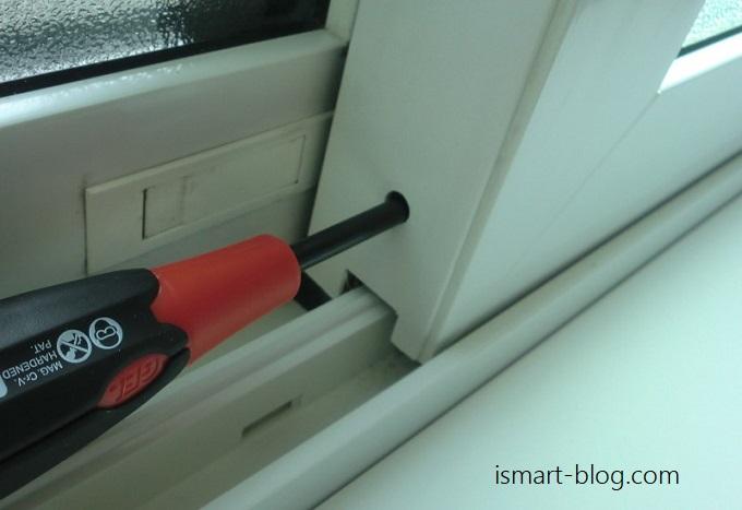サッシに隙間が出来ては高気密住宅も台無し。i-smartの引き違い戸の傾きを調整する簡単な方法