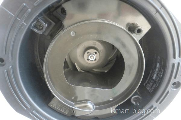 Panasonic天井埋込型ナノイー発生器「エアイー」の掃除後の内部の様子を撮影した画像