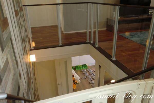 一条工務店伊勢崎展示場i-smartのオープンステアーとファイン手摺