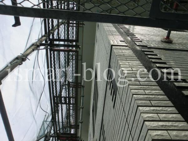 一条工務店のi-smart建築中の足場の様子